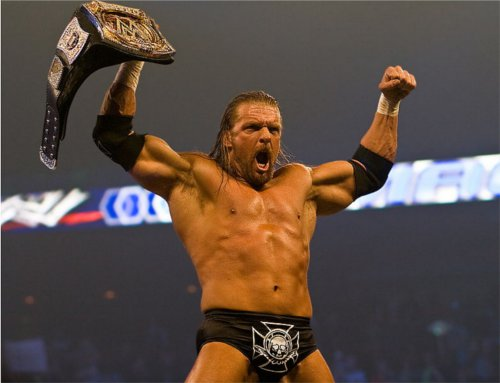 WWEの噂・裏技・裏話_チャンピオンベルトを手にするトリプルH