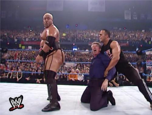 WWEの噂・裏技・裏話_リキシのケツにキスをするビンス・マクマホン1
