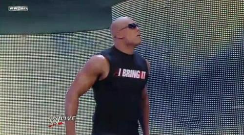 WWEの噂・裏技・裏話_ロックのまねをするミズ2
