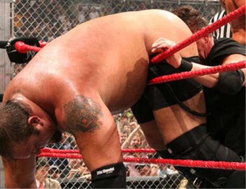 WWEの噂・裏技・裏話_ビンス・マクマホンがビッグ・ショーのケツに顔を突っ込んだ