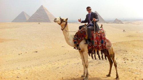 WWEの噂・裏技・裏話_エジプトでラクダに乗るコーディ・ローデス