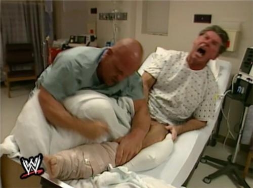 WWEの噂・裏技・裏話_ビンスが医者に扮したストーンコールドにボコボコにされた