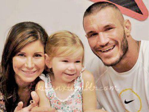 WWEの噂・裏技・裏話_家族と一緒のランディ・オートン