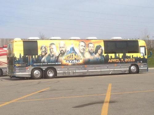 WWEの噂・裏技・裏話_レッスルマニア29の宣伝用バス