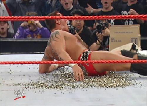 WWEの噂・裏技・裏話_ランディ・オートンとミック・フォーリーのハードコアマッチ