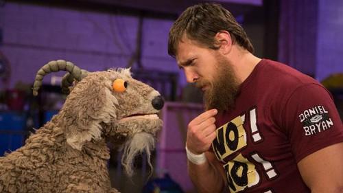 WWEの噂・裏技・裏話_ヤギと対面したダニエル・ブライアン