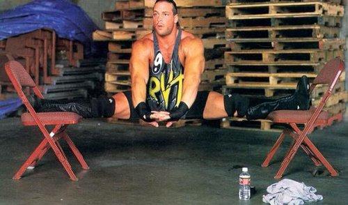 WWEの噂・裏技・裏話_RVDの体の柔らかさがよく分かる写真