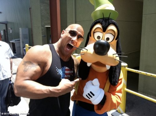 WWEの噂・裏技・裏話_ディズニーランドをご満悦するザ・ロック