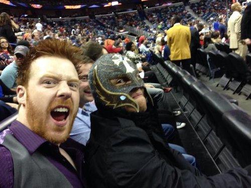 WWEの噂・裏技・裏話_シェイマスとミステリオが仲良くバスケットボール観戦
