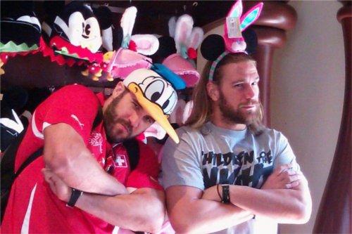 WWEの噂・裏技・裏話_ドナルドの帽子をかぶったお茶目なセザーロ