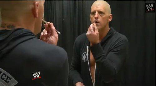 WWEの噂・裏技・裏話_ゴールダストのフェイスペイントの描き方