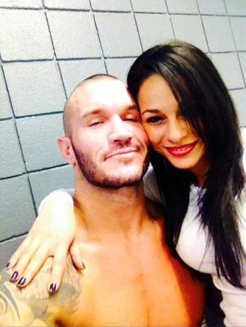 WWEの噂・裏技・裏話_離婚から半年。ランディ・オートンの新しいガールフレンドお披露目