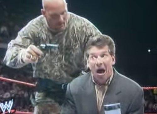 WWEの噂・裏技・裏話_オースチンがビンスにおもちゃのピストルを向けた結果