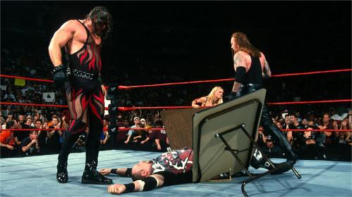 WWEの噂・裏技・裏話_ストローマンが敗れる…?破壊兄弟がメキシコで大暴れ!