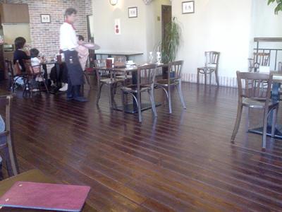2階はレストラン