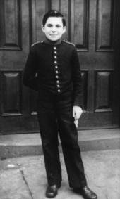 this-is-me-in-1954-in-the-uniform-of-a-gwr-hotel-pageboy-bellhop-my-first-job-o.jpg