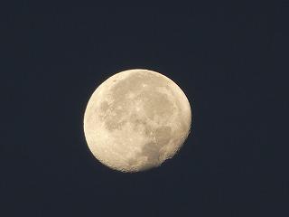 秋空と下弦の月