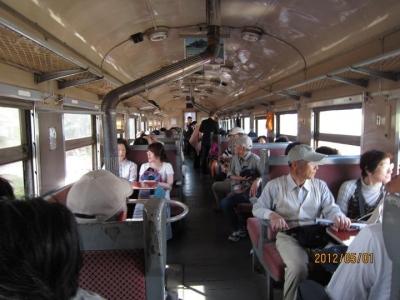 ストーブ列車の内部