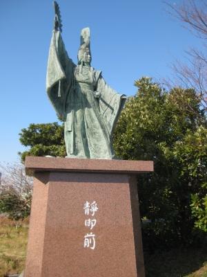 静御前の像