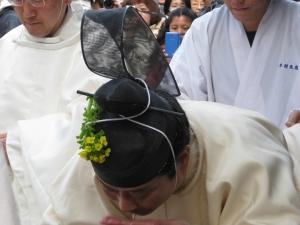 冠に菜種の花,神職さま