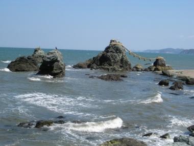 二見浦夫婦岩と他の岩
