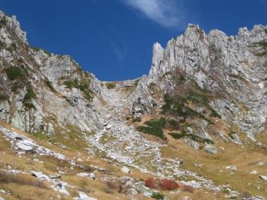 カールから八丁坂を登った所の鞍部