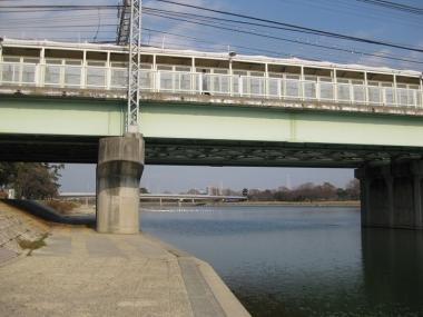 武庫川駅のホーム,川の上