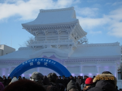 大雪像 春日大社・中門で 開会式