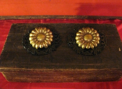 菊の模様の金具か?