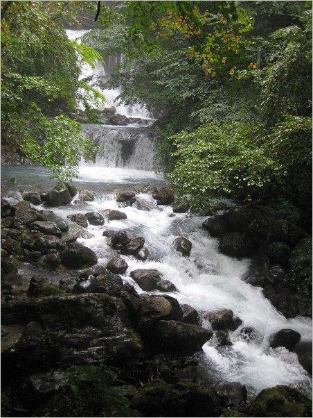 こもれびの滝のほぼ全景