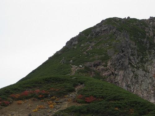 恵比須岳の裾野 駐車場から見る
