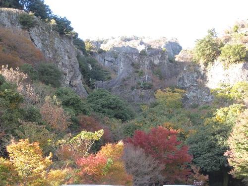 寒霞渓 こううん駅駐車場から見上げた風景