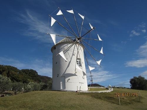 オリーブ公園の白いギリシャ風車