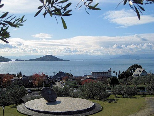 公園展望所から見た園内と瀬戸内海の風景