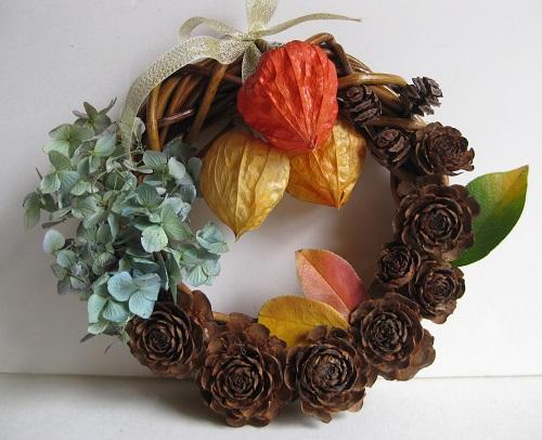 シダーローズ・ホオズキ・秋色アジサイで作った秋のリース