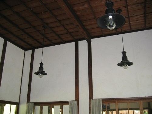 駅舎 天井の照明