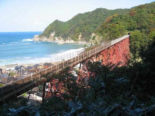 小高い撮影スポットから撮った余部鉄橋