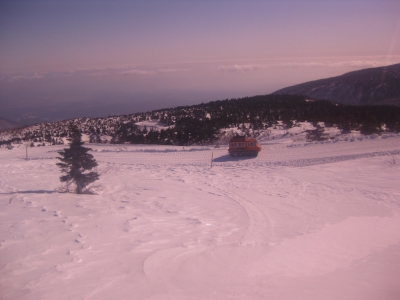 蔵王 刈田岳山頂付近に向かう小型雪上車