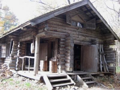 丸太小屋 入口側