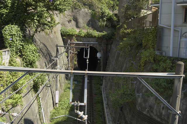 極楽寺トンネル(極楽洞)