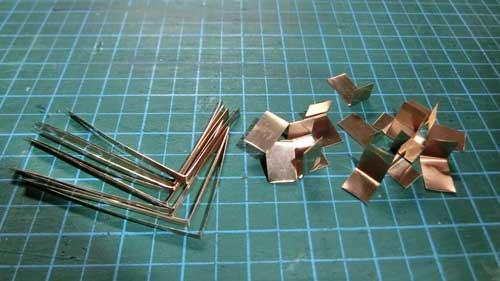 切り出した金属片