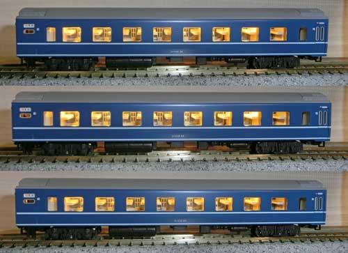 室内灯取り付けた14系寝台客車