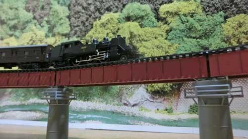 カーブ鉄橋