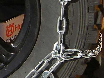 トラック用タイヤチェーンを小型のシャックルで長さ調整