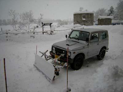 除雪後もまだ吹雪です