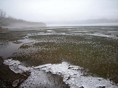 屈斜路湖、開氷(解氷)マヂかの写真