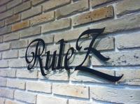 美容室室内サイン取付(RuleZ)