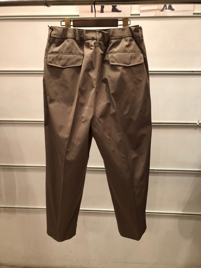 UTSFW20-P02_Easy Dress Pants_Beige_裏_29000.jpg