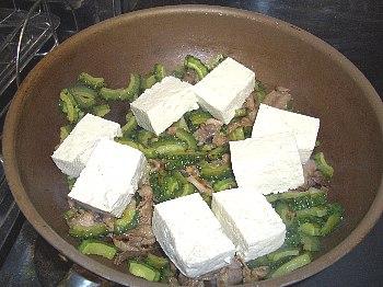 豆腐は形をきにせず大胆に投入しましょう