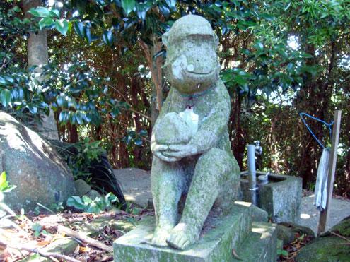 男嶽神社の石猿群